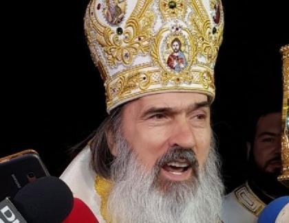 """Teodosie: """"Să vă ia dreacu ăştia care nu ne lăsați la moaşte, molima să vă mănânce, vipera neagră să vă muşte, ciuma să vă bată, carnea să vi seusuce şi-al Sfântului Duh, Amin!"""""""