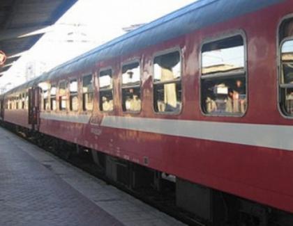 Un tren CFR a ajuns în Gara de Nord la ora potrivită, dar a greșit anul!