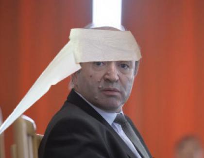 Tudorel e ca nou: doctorii i-au înfășurat capul cu niște hârtie igienică și l-au externat!