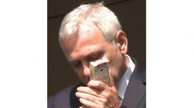 Dragnea fumează țigări fără timbru. Pentru că el nu plătește taxe. El doar le fură!