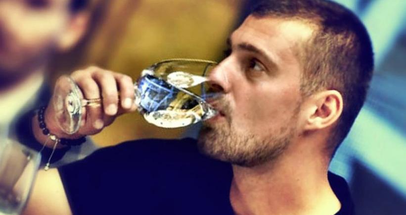 Gabi Tamaș nu se poate duce la Alcoolicii Anonimi, că îl știe toată lumea!