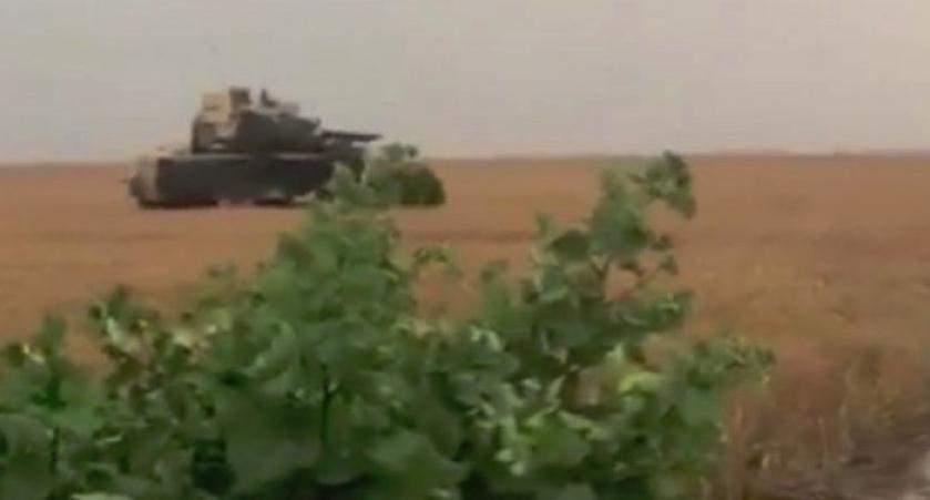 """Americanii explică de ce au luat-o cu tancurile prin grâu: """"Pe DN e plin de gropi, ne rupem șenilele!"""""""