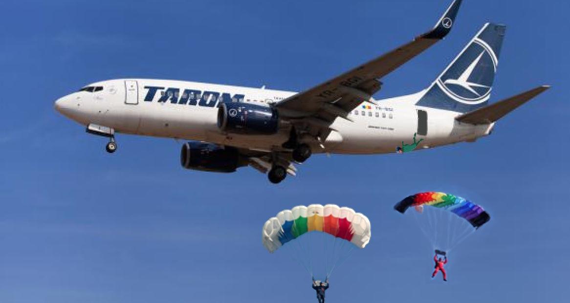 Reformă la TAROM: pasagerii se vor parașuta din zbor, acoperindu-se astfelo arie mai mare de orașe!