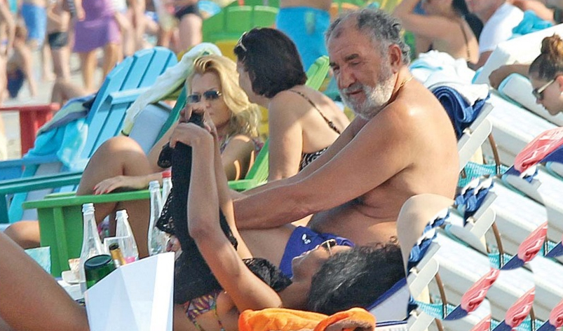 Ce zgârcit e Țiriac: merge pe plajă la Mamaia, dar are cazare în Dubai, că e mai ieftin!