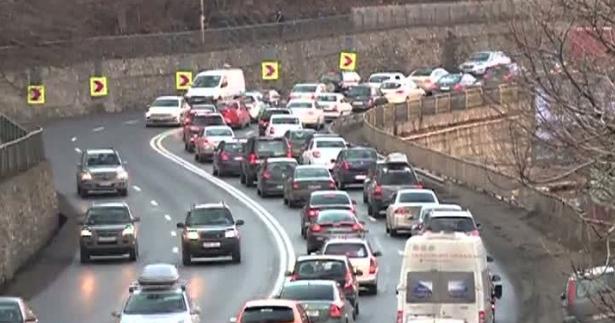 Poliția recomandă conducătorilor auto să evite orele de vârf ale creșterii economice
