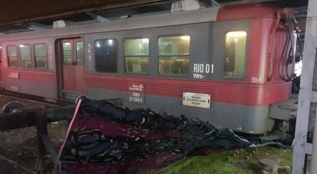 Un tren a încercat să se sinucidă în Gara de Nord, după ce a făcut 8 ore de la Brașov la București!