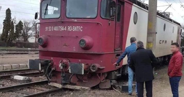 Încă un tren deraiat! Mecanicul mergea ca inconștientul cu 35 la oră!
