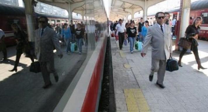 Un tren plecat în ianuarie din Timişoara a ajuns abia acum în Gara de Nord. Pentru călători urmează o scurtă peroadă pe carantină de doar 14 zile!