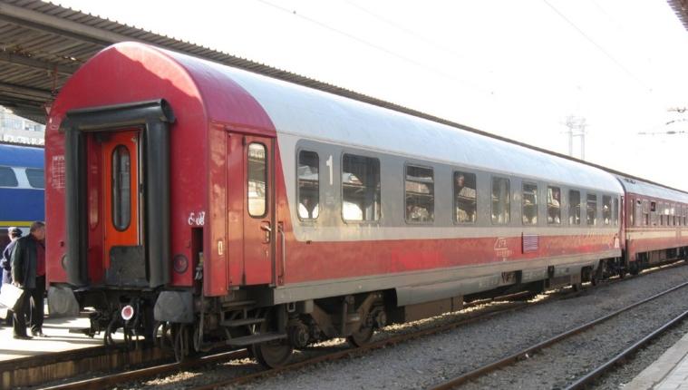 Premieră în Gara de Nord: un tren a ajuns cu 3 ore înaintea locomotivei. Adică la timp!