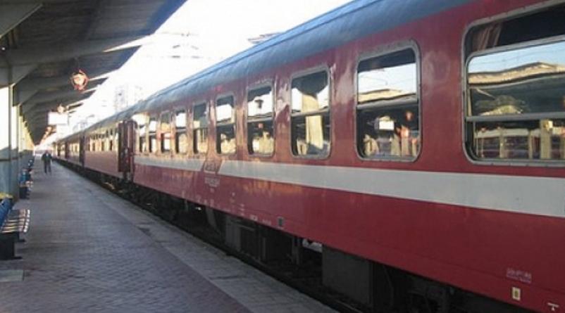 Călătorii unui tren care a ajuns la timp în Gara de Nord au mai stat 3 ore în vagoane, din obișnuință!