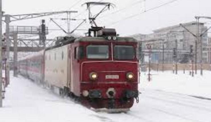 """Comunicat CFR: """"Trenurile care ajung acum în Gara de Nord sunt cele înzăpezite anul trecut! Nu vă lăsați induși în eroare!"""""""