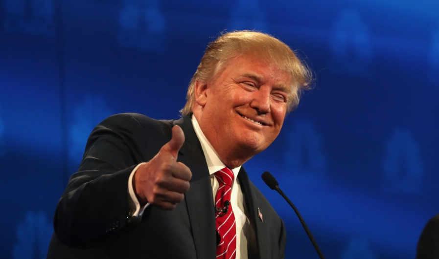 """Donald Trump la reuniunea NATO: """"Vom face un zid la Deveselu ca să nu mai fure mexicanii feru' vechi"""""""