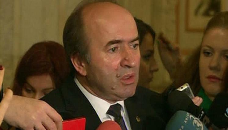 Scandal: Tudorel ar fi copiat raportul despre DNA de pe referate.ro, unde îl postase repetentul Dragnea!