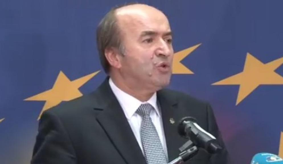 Sluga infractorilor îl demite și pe procurorulgeneral. România e oficial stat mafiot