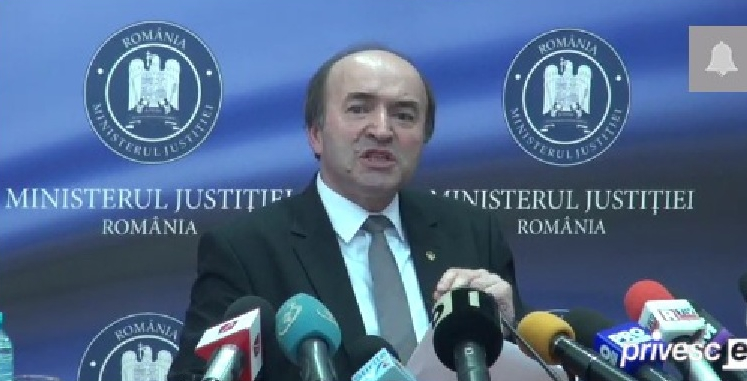 Vești bune: încep să se trezească primii români adormiți în timpul conferinței lui Tudorel Toader