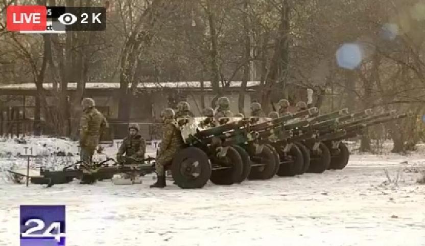 Armata s-a făcut de râs la defilare: salvele de tun nu au nimerit niciun oficial!