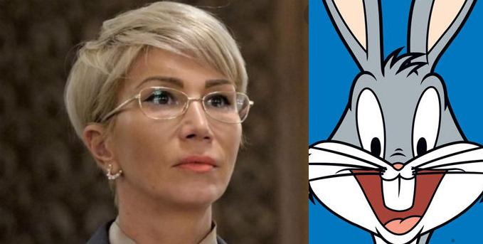Raluca Turcan se face că nu ştie că azi e ziua de naştere a lui Bugs Bunny!