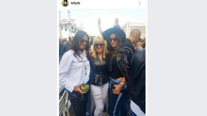 Cinstita doamnă Elena Udrea la LOFT Mamaia cu blugii ăia rupți în cur