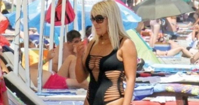 Elena Udrea în costum de baie de doar 2000 de euro, rupt peste tot!
