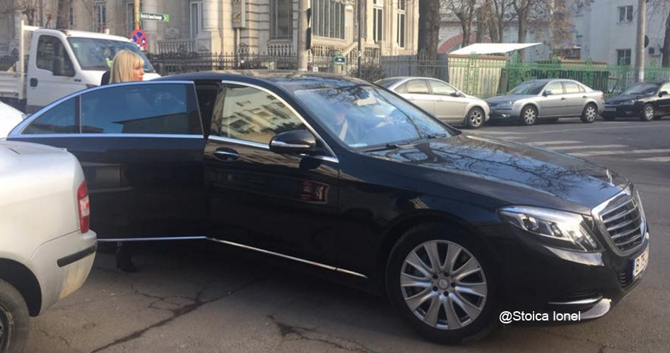 Elena Udrea cu mașina ei de femeie cinstită care nu a furat nimic! Care amuncit pentruoameni!