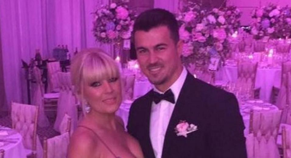 Se mărită Elena Udrea! Domnu' Băse, nu mai fiți supărat, că jumate din dar va veni la dvs, ca de obicei!