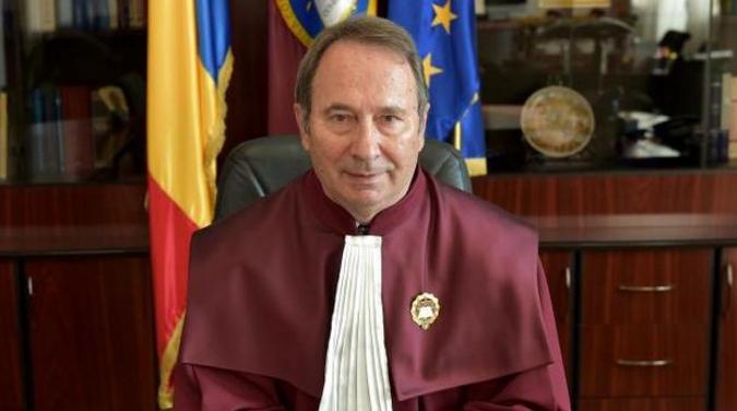 Parlamentul a eliminat pensiile speciale ale magistraților, iar Dorneanu, care are o pensie specială de 6000 de euro, va decide dacă legea e constituțională