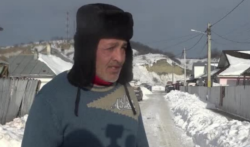 """Vasluianul care a sunat la 112 ca să fie deszăpezit se apără: """"Zăpada se putea transforma oricând în apă chioară!"""""""