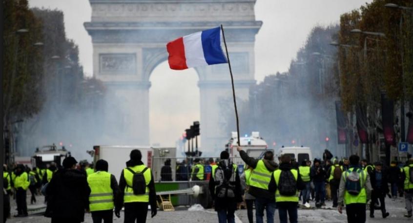 Cum facem să-i anunțăm pe cei din Paris că Dragnea vrea să le scumpească benzina?