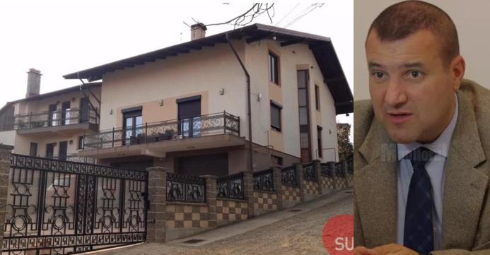 Vila şefului de la Permise Suceava! Are mai multe camere decât are şefu' clase!