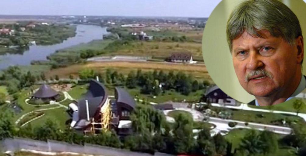 Vila lui Verestoy de la Snagov. Aici sunt pădurile dumneavoastră!