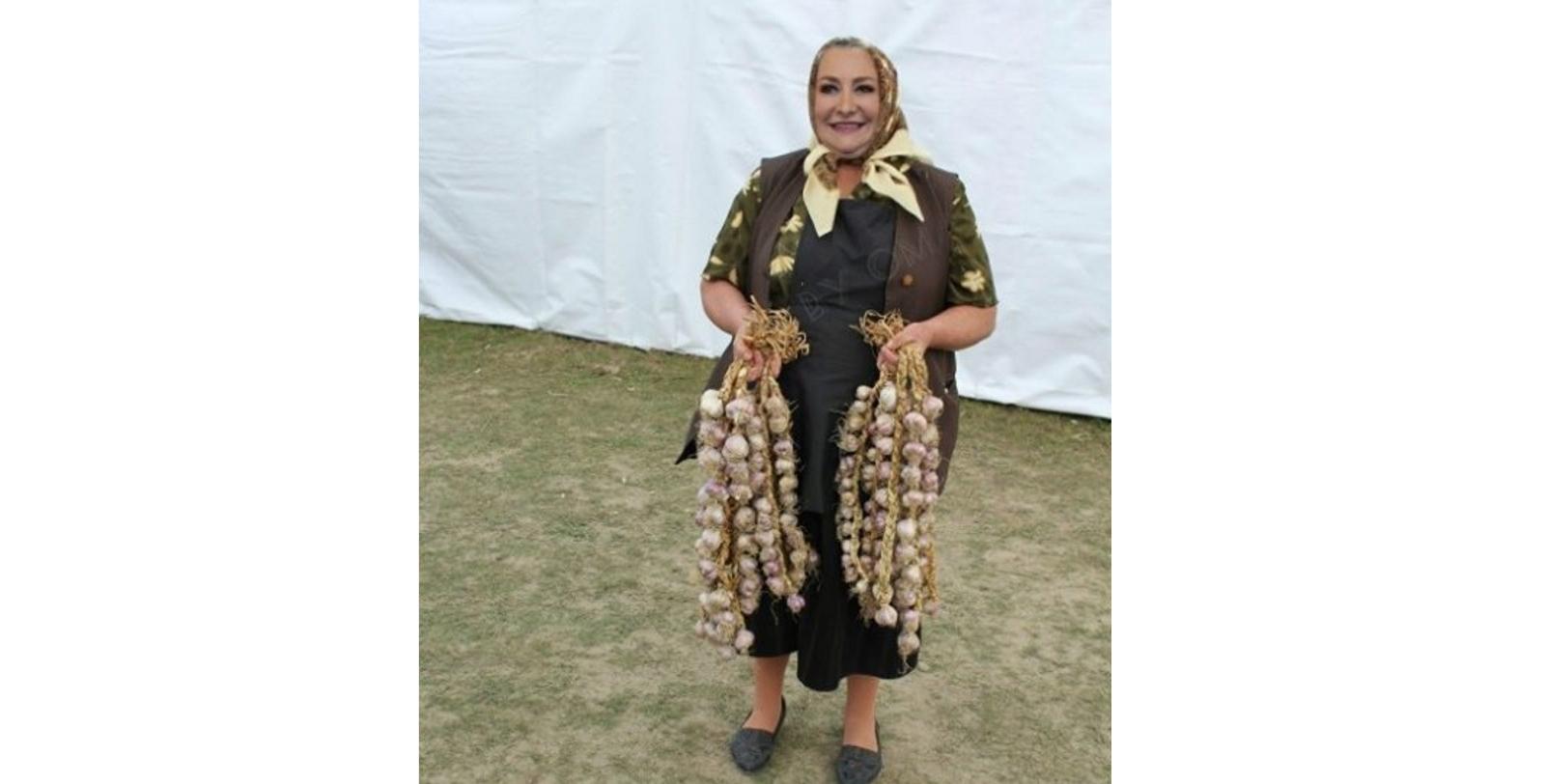 Tanti Vioricaa înțeles din ordonanța militară că poate ieși la plimbare cu cățeii!